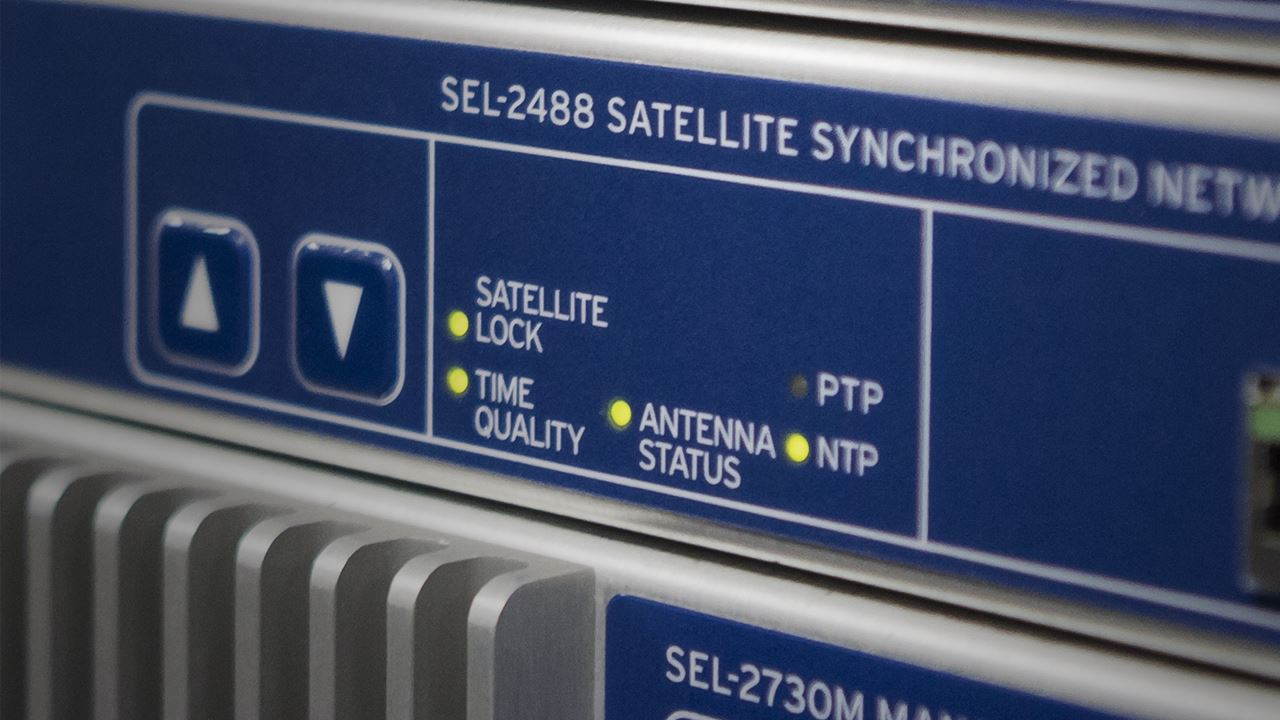 SEL-2488 Satellite-Synchronized Network Clock | Schweitzer Engineering  Laboratories